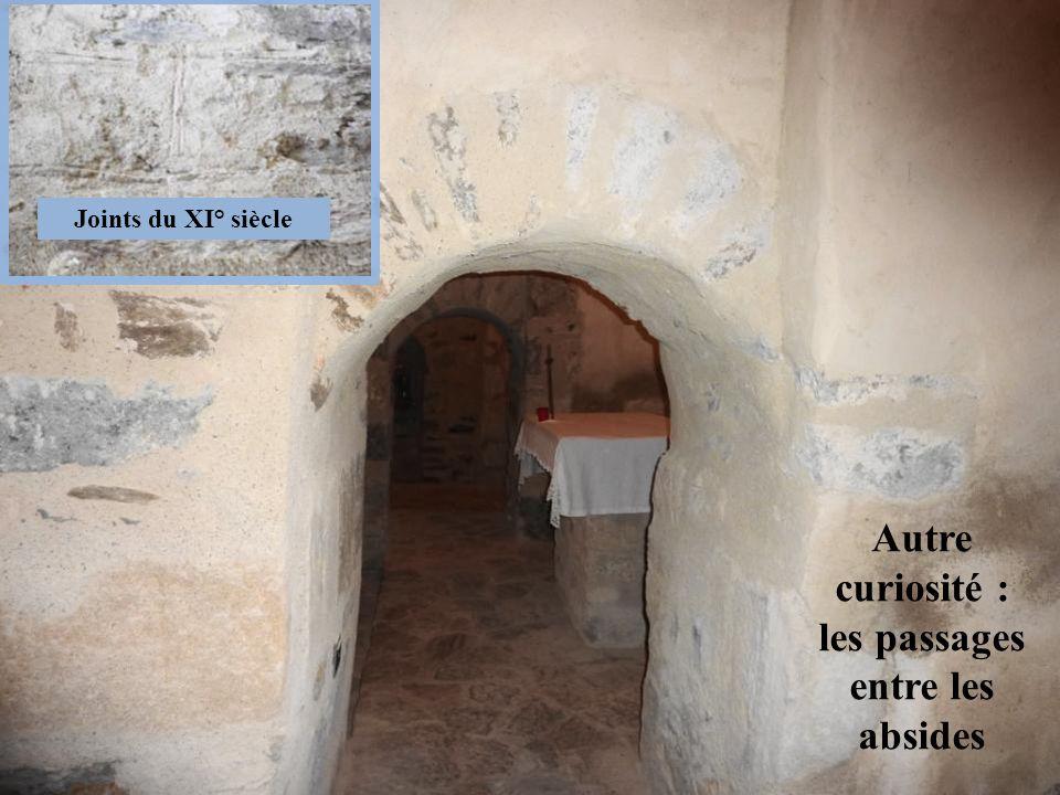 Autre curiosité : les passages entre les absides Joints du XI° siècle