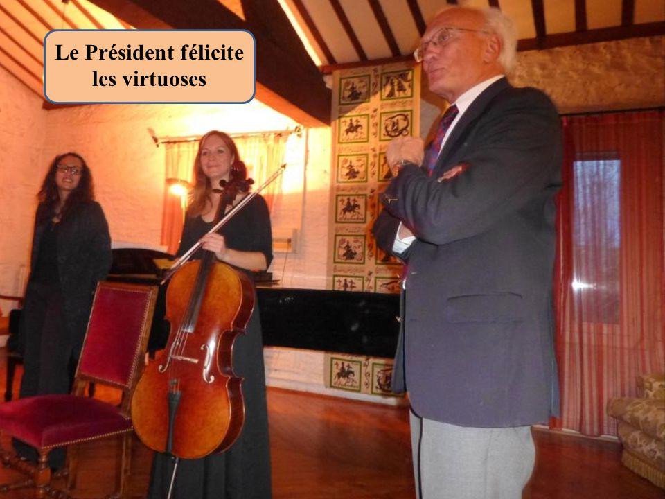 Le Président félicite les virtuoses