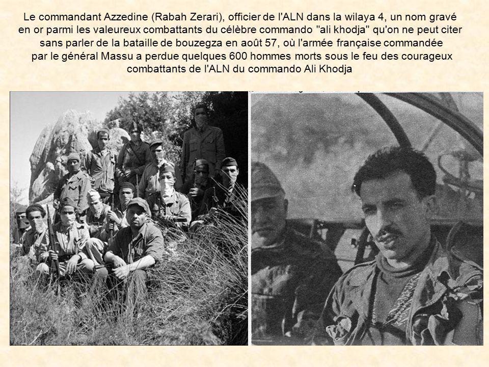 Le Général Massu, parachutiste français, décore le Lieutenant-colonel Ducasse à Blida en 1959, pour avoir assassiné lui et ses hommes, deux grands hér