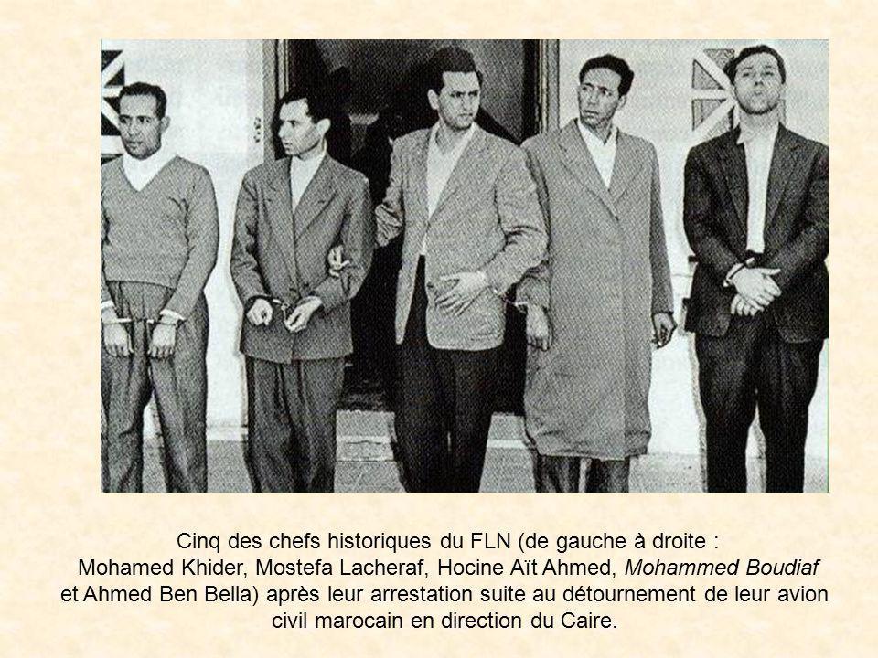 « Groupe des six », chefs du FLN. Photo prise juste avant le déclenchement des hostilités le 1er novembre 1954. Debout, de gauche à droite : Rabah Bit