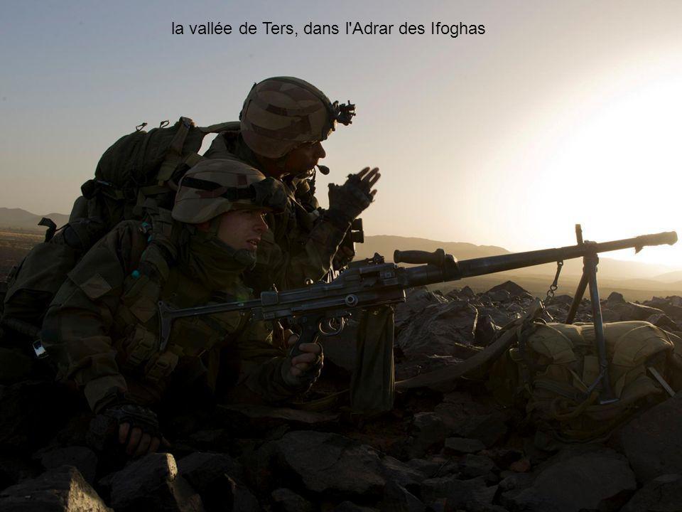 Français et Tchadiens quadrillent la vallée de Ters, dans l Adrar des Ifoghas Dans lAdrar des Ifoghas, les GTIA 3 et GTIA TAP, en coordination avec les forces tchadiennes, poursuivent leurs opérations.