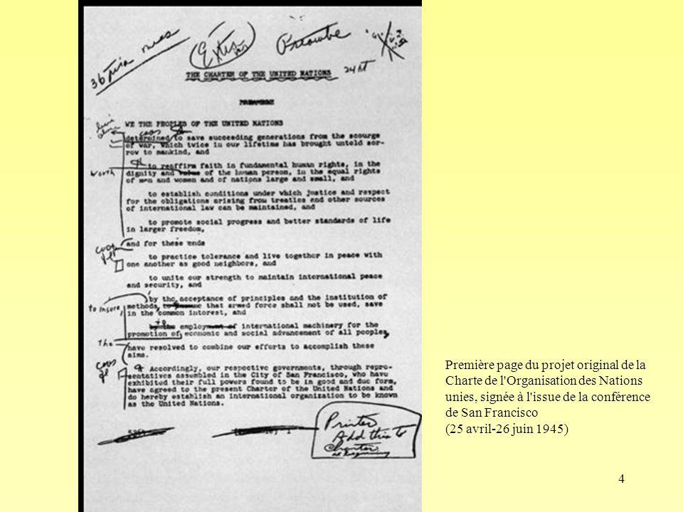 4 Première page du projet original de la Charte de l Organisation des Nations unies, signée à l issue de la conférence de San Francisco (25 avril-26 juin 1945)