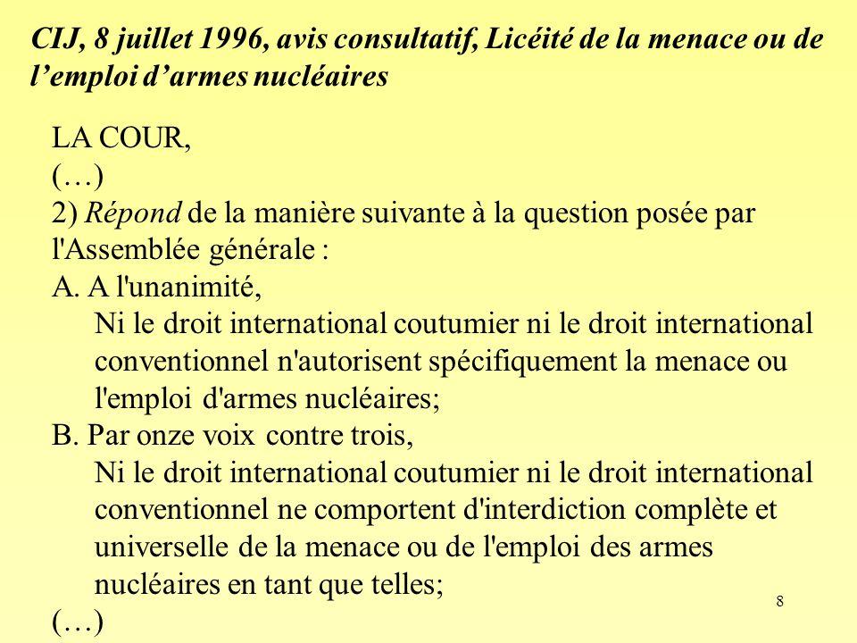 8 LA COUR, (…) 2) Répond de la manière suivante à la question posée par l'Assemblée générale : A. A l'unanimité, Ni le droit international coutumier n