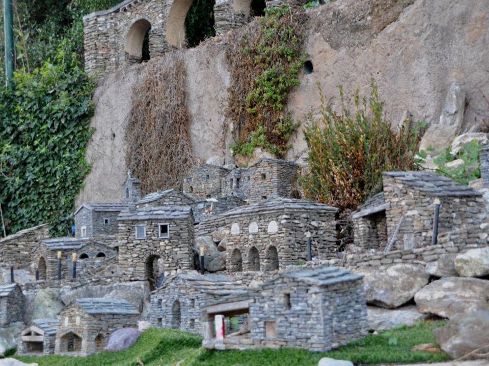 Cest en 1997 que Jean-Claude Marchi à débuté la construction du village de Carrioli. Un passe temps qui devint rapidement une curiosité touristique. E