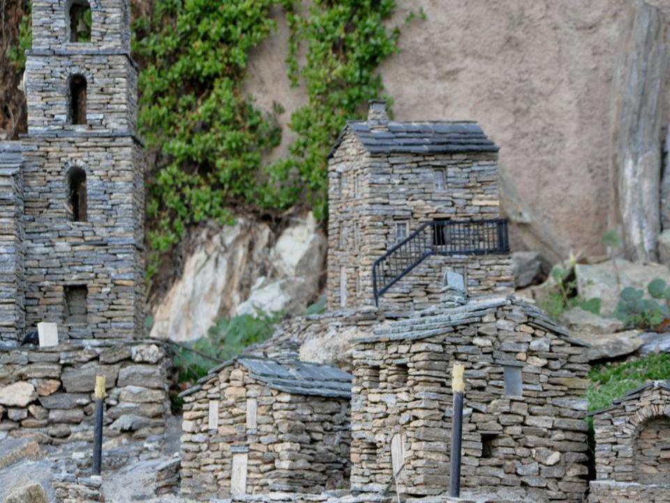 Dans le village miniature de Carriolu, on retrouve toutes les constantes dun vrai village Corse : La tour Génoise, Eglise, Chapelle, Ponts de pierres,