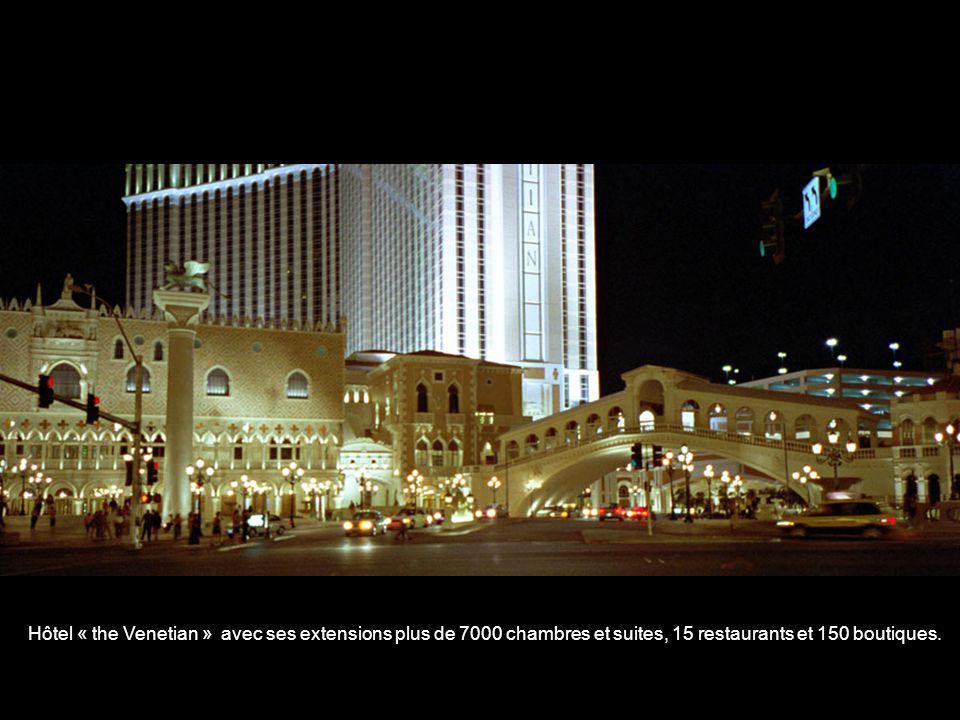 Hôtel « the Venetian » avec ses extensions plus de 7000 chambres et suites, 15 restaurants et 150 boutiques.