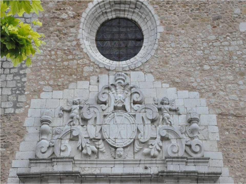 Eglise de Sant Andreu temple situé à Borrassa du 18 ième siècle, intégrant Des murs et des éléments de lancien château.