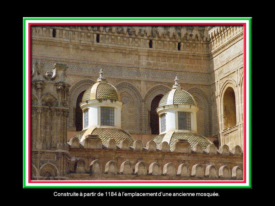Construite à partir de 1184 à lemplacement dune ancienne mosquée.
