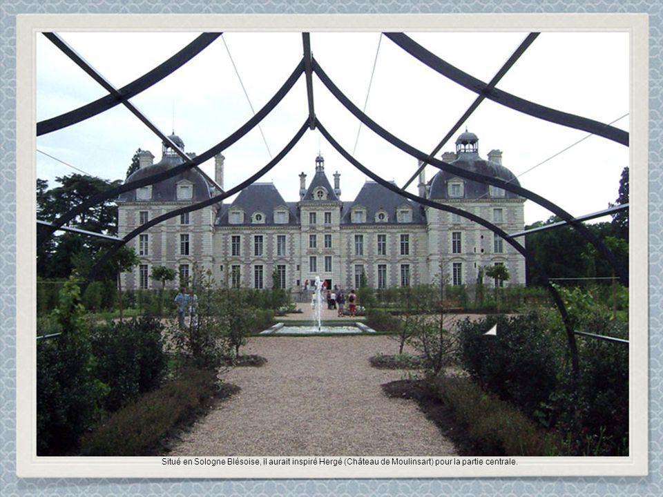 Situé en Sologne Blésoise, il aurait inspiré Hergé (Château de Moulinsart) pour la partie centrale.