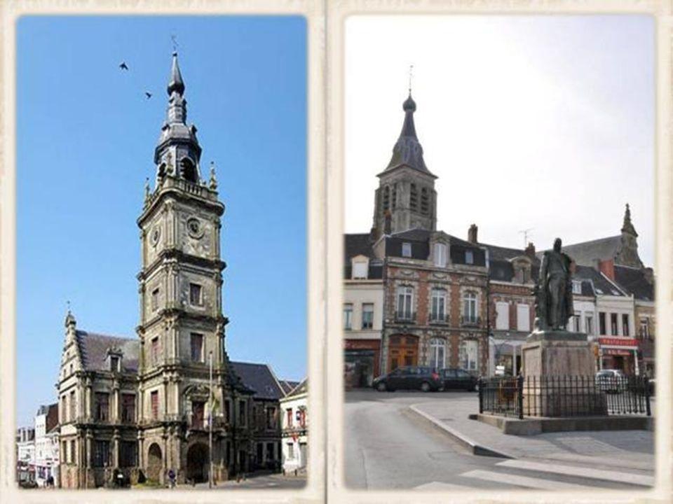 Cateau de Cambrésis, annoncé de loin par ses deux grands clochers, église et beffroi.
