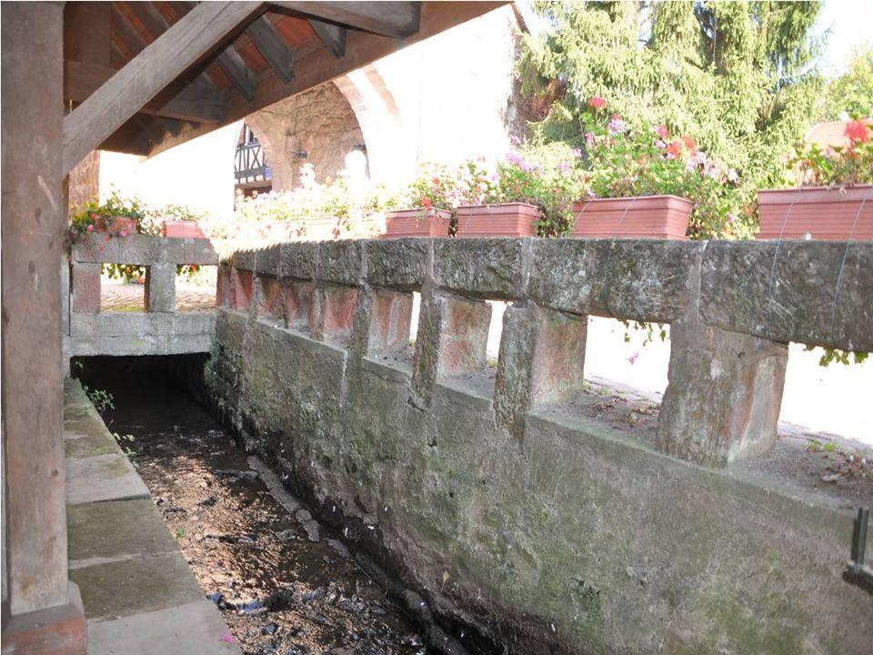 Petite ville française Située dans le département du Bas rhin loin des flots touristiques Mérite quon sy arrête pour se promener à travers ses petites rues