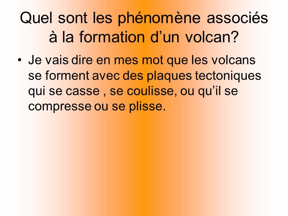 Quel sont les phénomène associés à la formation dun volcan? Je vais dire en mes mot que les volcans se forment avec des plaques tectoniques qui se cas