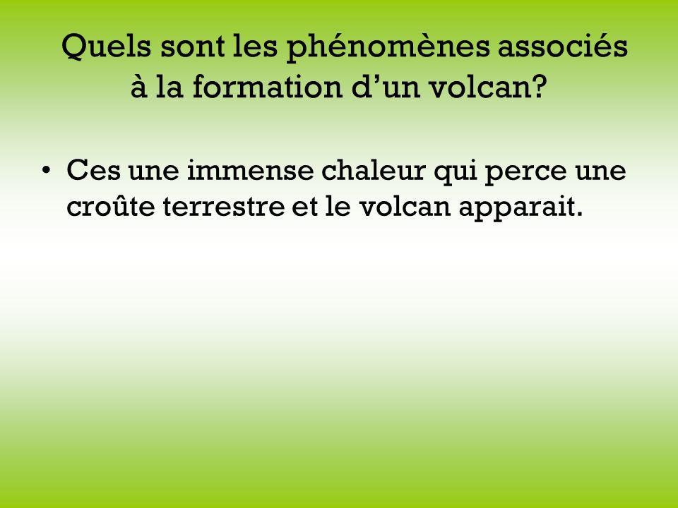 Quels sont les phénomènes associés à la formation dun volcan? Ces une immense chaleur qui perce une croûte terrestre et le volcan apparait.