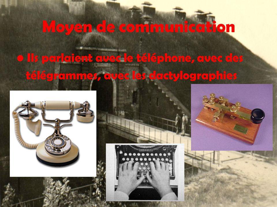 Moyen de communication Ils parlaient avec le téléphone, avec des télégrammes, avec les dactylographies