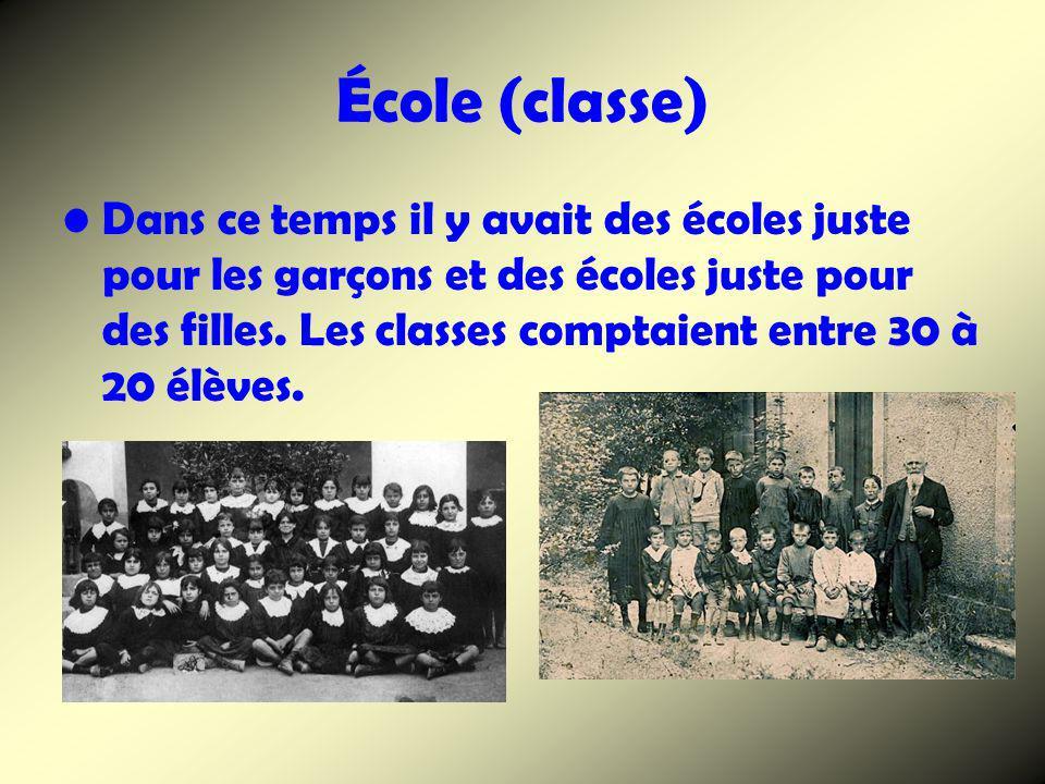 École (classe) Dans ce temps il y avait des écoles juste pour les garçons et des écoles juste pour des filles. Les classes comptaient entre 30 à 20 él