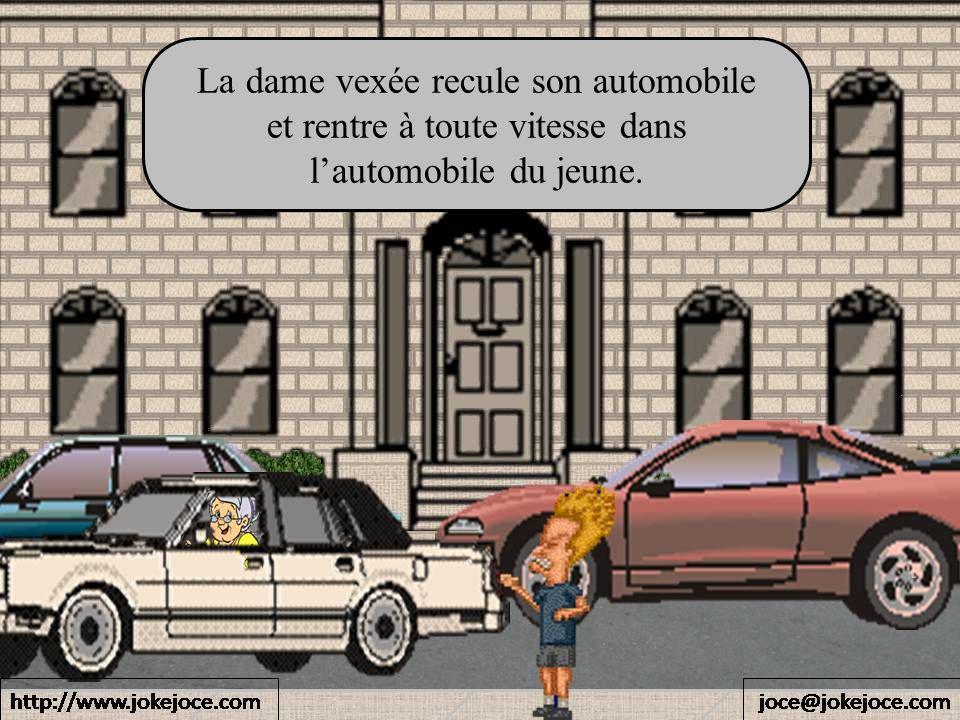 La dame vexée recule son automobile et rentre à toute vitesse dans lautomobile du jeune.