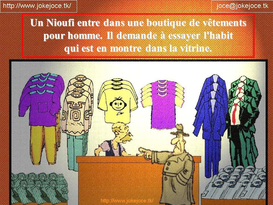 Un Nioufi entre dans une boutique de vêtements pour homme. Il demande à essayer l'habit qui est en montre dans la vitrine.