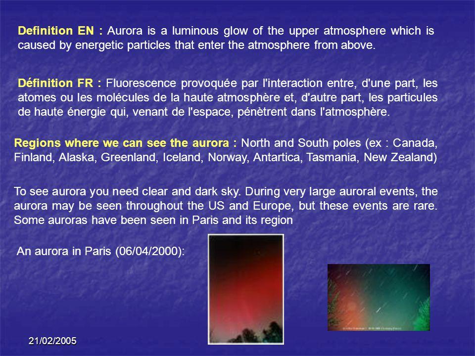 Définition FR : Fluorescence provoquée par l interaction entre, d une part, les atomes ou les molécules de la haute atmosphère et, d autre part, les particules de haute énergie qui, venant de l espace, pénètrent dans l atmosphère.