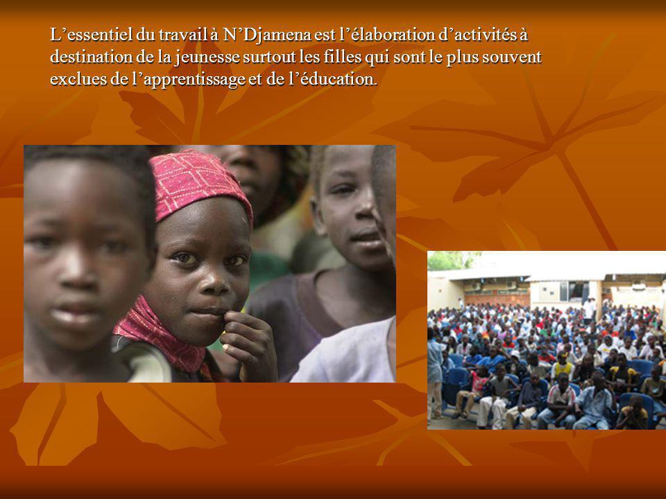 Lessentiel du travail à NDjamena est lélaboration dactivités à destination de la jeunesse surtout les filles qui sont le plus souvent exclues de lapprentissage et de léducation.