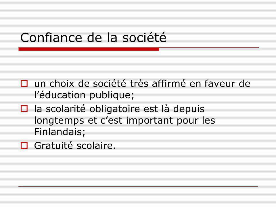 Confiance de la société un choix de société très affirmé en faveur de léducation publique; la scolarité obligatoire est là depuis longtemps et cest important pour les Finlandais; Gratuité scolaire.