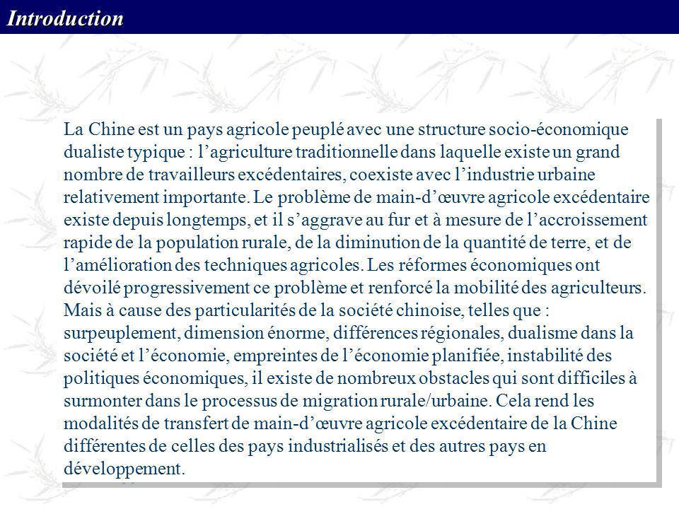 La Chine est un pays agricole peuplé avec une structure socio-économique dualiste typique : lagriculture traditionnelle dans laquelle existe un grand