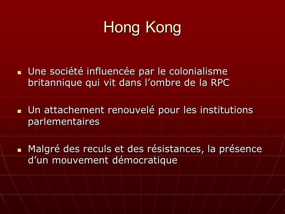 Hong Kong Une société influencée par le colonialisme britannique qui vit dans lombre de la RPC Une société influencée par le colonialisme britannique qui vit dans lombre de la RPC Un attachement renouvelé pour les institutions parlementaires Un attachement renouvelé pour les institutions parlementaires Malgré des reculs et des résistances, la présence dun mouvement démocratique Malgré des reculs et des résistances, la présence dun mouvement démocratique