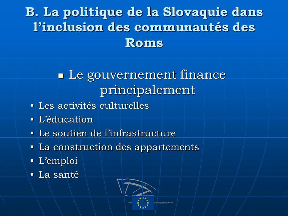 B. La politique de la Slovaquie dans linclusion des communautés des Roms Le gouvernement finance principalement Le gouvernement finance principalement