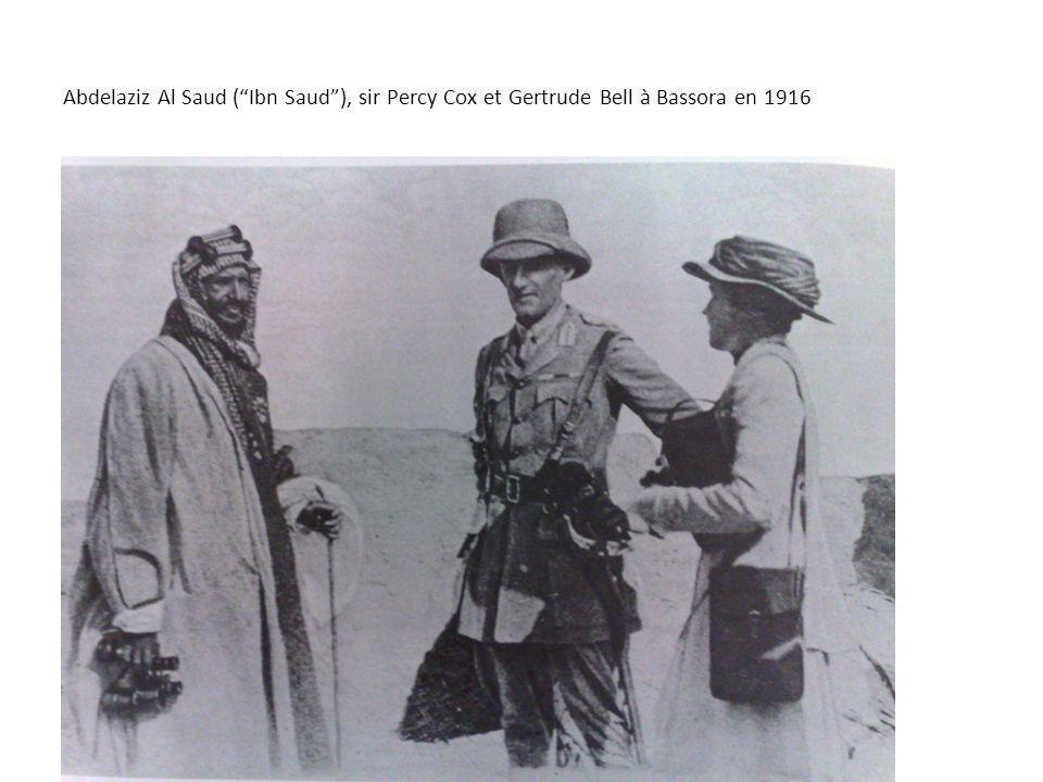 Abdelaziz Al Saud (Ibn Saud), sir Percy Cox et Gertrude Bell à Bassora en 1916