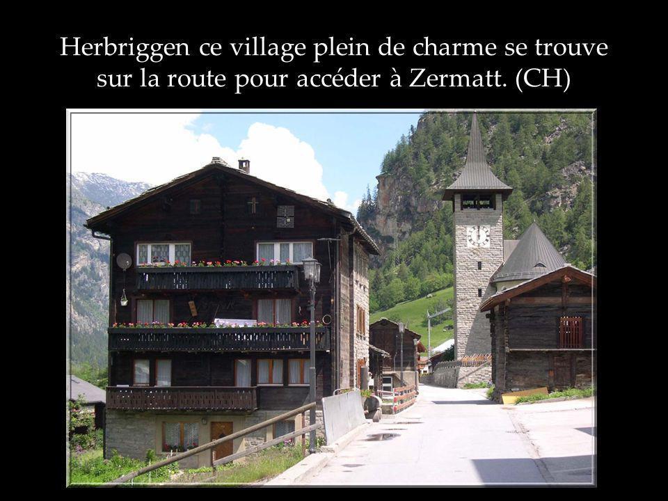 Herbriggen ce village plein de charme se trouve sur la route pour accéder à Zermatt. (CH)