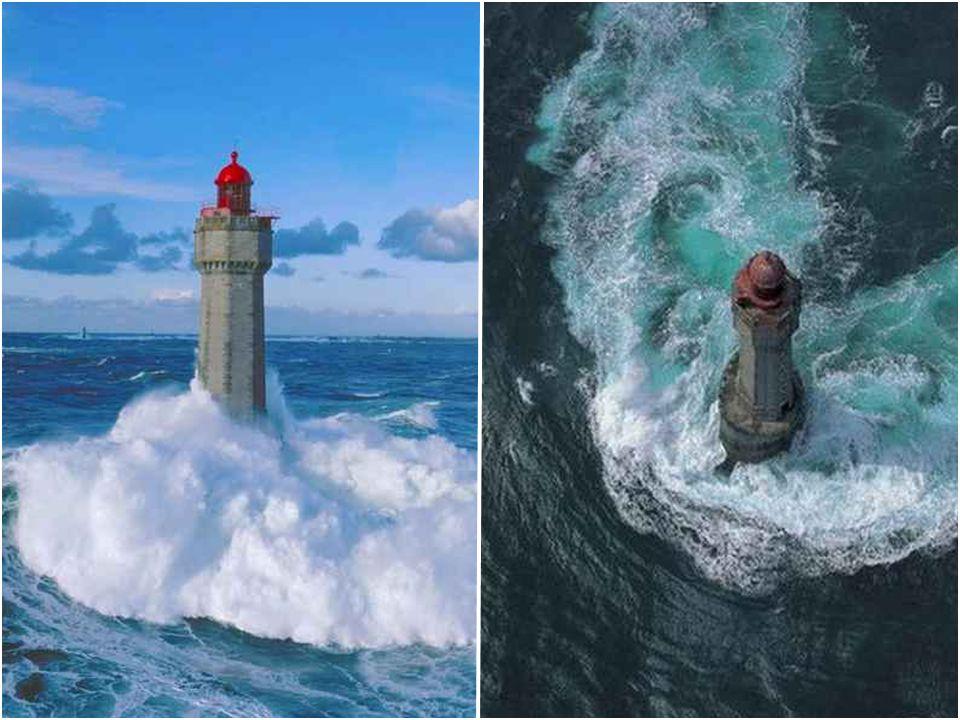 Phare de la Jument Le phare de la Jument est situé à Ouessant, en mer d'Iroise. Il fut érigé entre 1904 et 1911 grâce au legs d'un membre de la Sociét