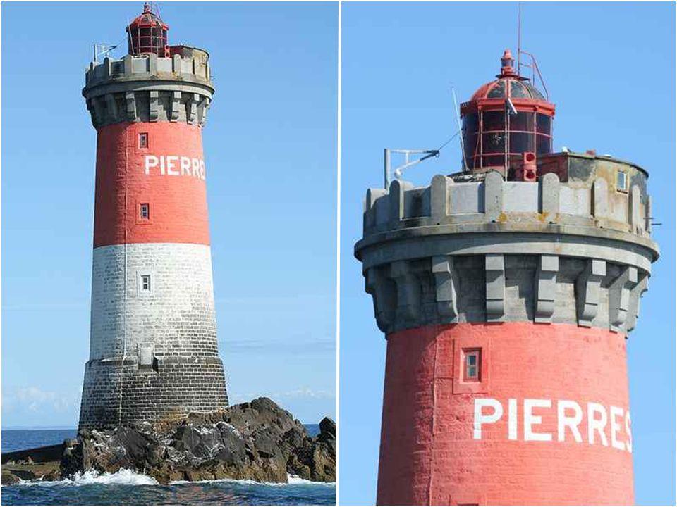 Phare de Pierres Noires Le phare des Pierres Noires est un phare maritime du Finistère. construit de 1867 à 1871, il éclaire et sécurise la pointe de