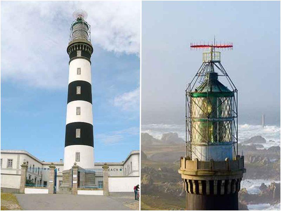 Phare du Créac'h Construit en 1863 sur l'Île d'Ouessant le phare du Créac'h est le plus puissant d'Europe. Tour cylindrique en maçonnerie lisse forman