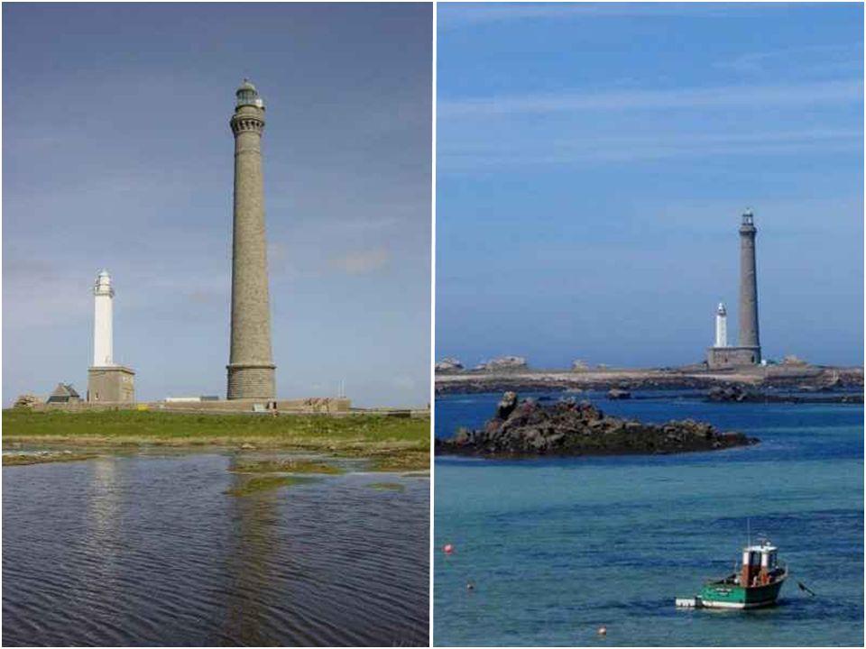 Phare de l'Île Vierge Le phare de l'Île Vierge est un phare maritime construit sur un îlot à 1,5 km de la côte. Il est situé en Finistère-Nord, dans l