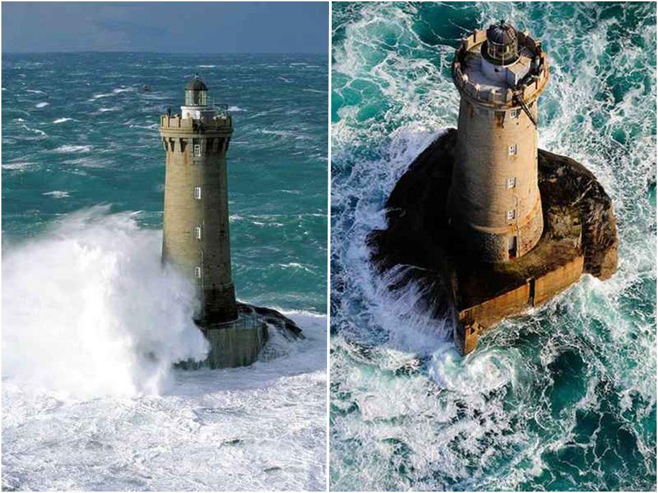 Phare du Four Le phare du Four est un phare-donjon situé au large (2 km) de la sauvage presqu'île Saint-Laurent sur la commune de Porspoder. Ce phare