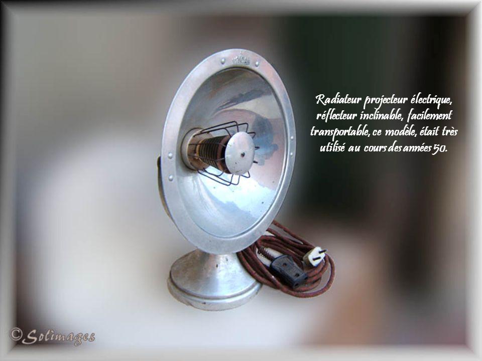 Radiateur projecteur électrique, réflecteur inclinable, facilement transportable, ce modèle, était très utilisé au cours des années 50.