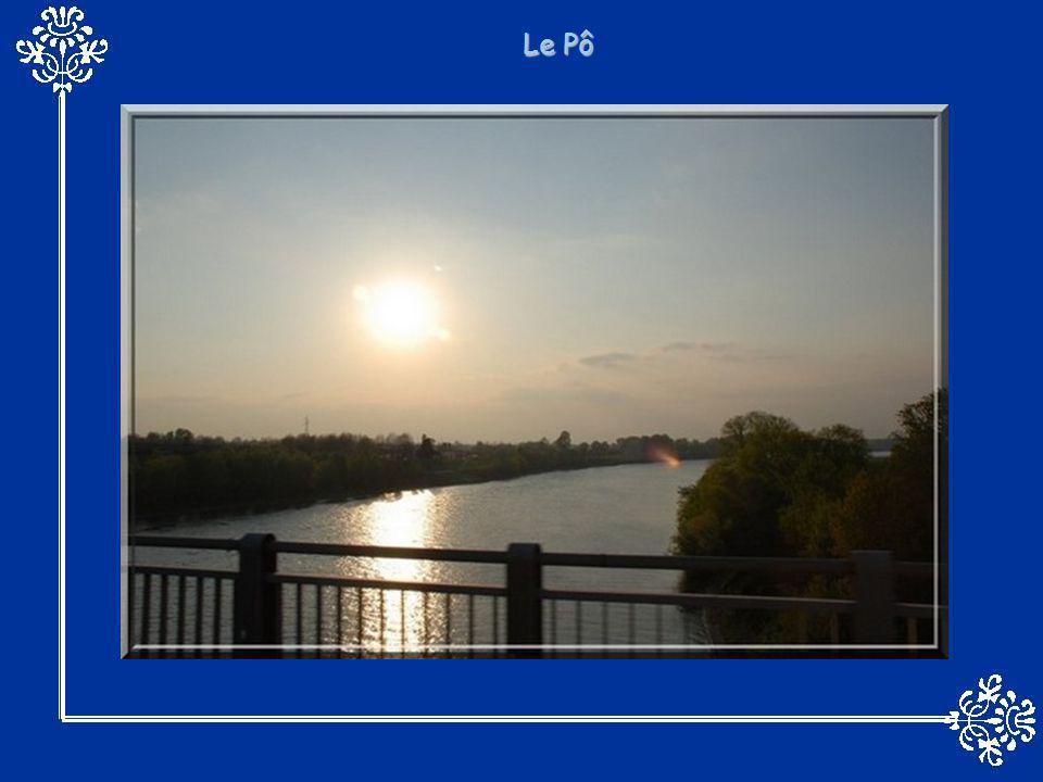 Le Mississippi, (souvent surnommé Old Man River) a une longueur de 3 780 km. C'est un fleuve au débit important et aux crues puissantes. Le Mississipp