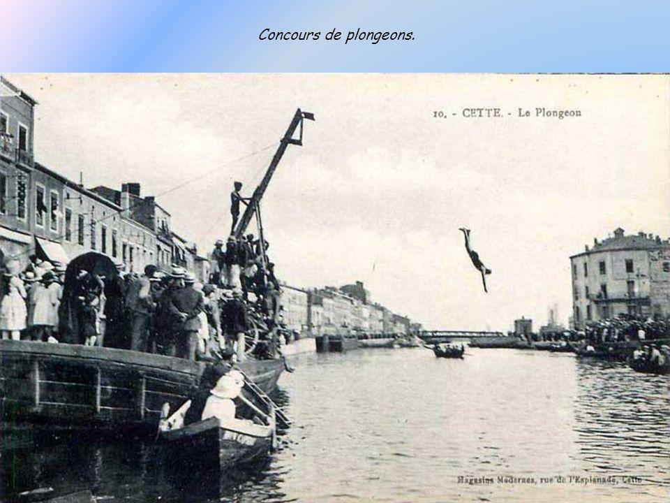 Le pont de la Savonnerie, deuxième du nom, est un des plongeoirs préférés des jeunes.