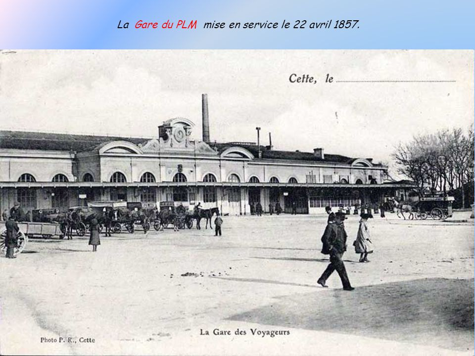 Une première gare provisoire fut construite en 1839 comme terminus de la ligne Montpellier-Cette ouverte en juin de la même année.
