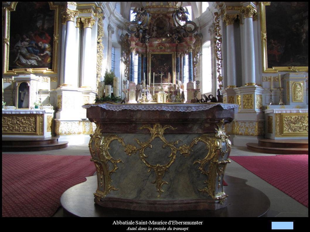 Abbatiale Saint-Maurice d Ebersmunster Autel dans la croisée du transept