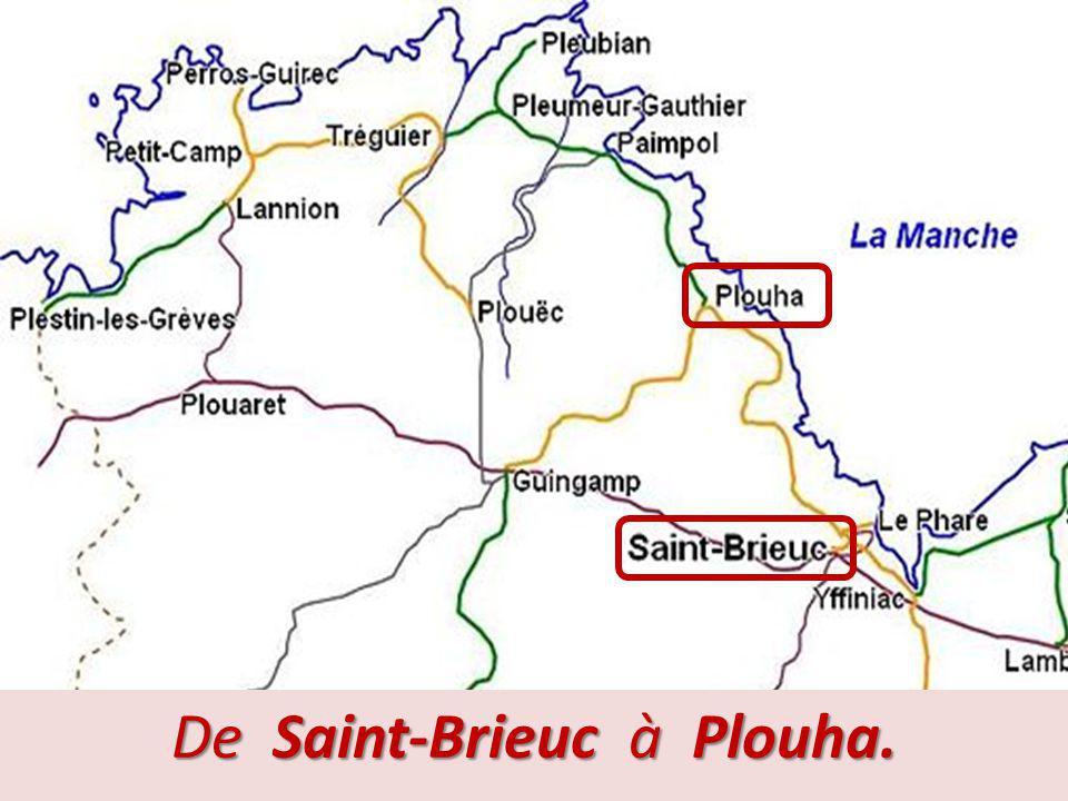 Ligne Saint-Brieuc – Plouha (suite). Cette ligne, située en bord de mer, a été incontestablement étudiée en partie pour le tourisme. Les gares ont fav