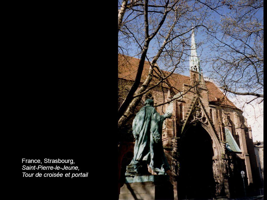 France, Strasbourg, Saint-Pierre-le-Jeune, Tour de croisée et portail