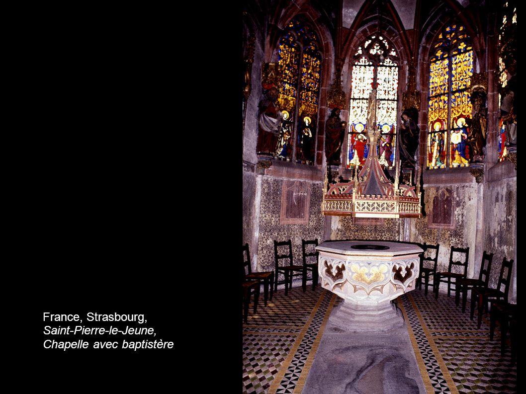 France, Strasbourg, Saint-Pierre-le-Jeune, Chapelle avec baptistère