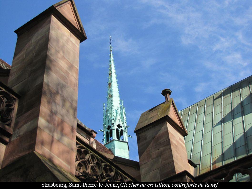Strasbourg, Saint-Pierre-le-Jeune, Clocher du croisillon, contreforts de la nef
