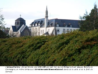 Labbaye Blanche : elle est fondée vers 1263-1266 par Jean 1er, duc de Bretagne et son épouse, Blanche de Champagne, en même temps que leur résidence de chasse située aux bords de la Laïta et de la forêt de Carnoët.