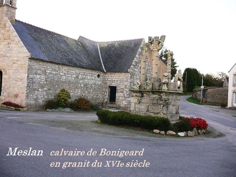 Le Faouët Arche menant à loratoire St-Michel - Chapelle Ste- Barbe