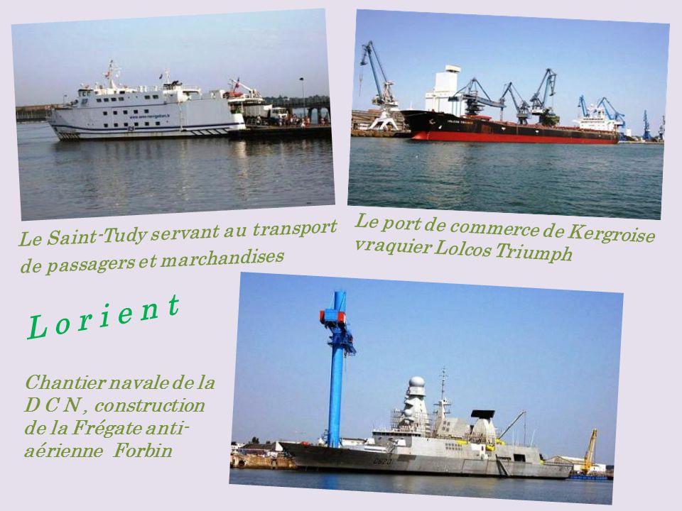Base sous-marine, sous-marin le Flore (désarmé).Chalutier Julien Coleou dans le port de pêche.
