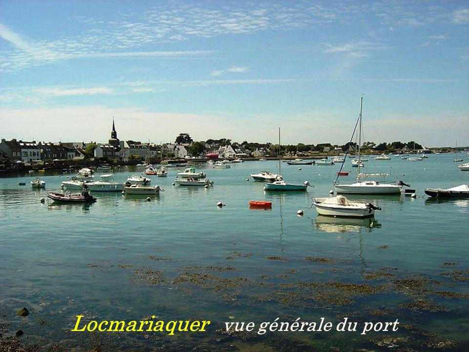 Léglise Le port Le Bono Le pont suspendu de 1840