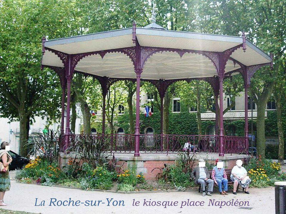 La Roche-sur-Yon le kiosque place Napoléon