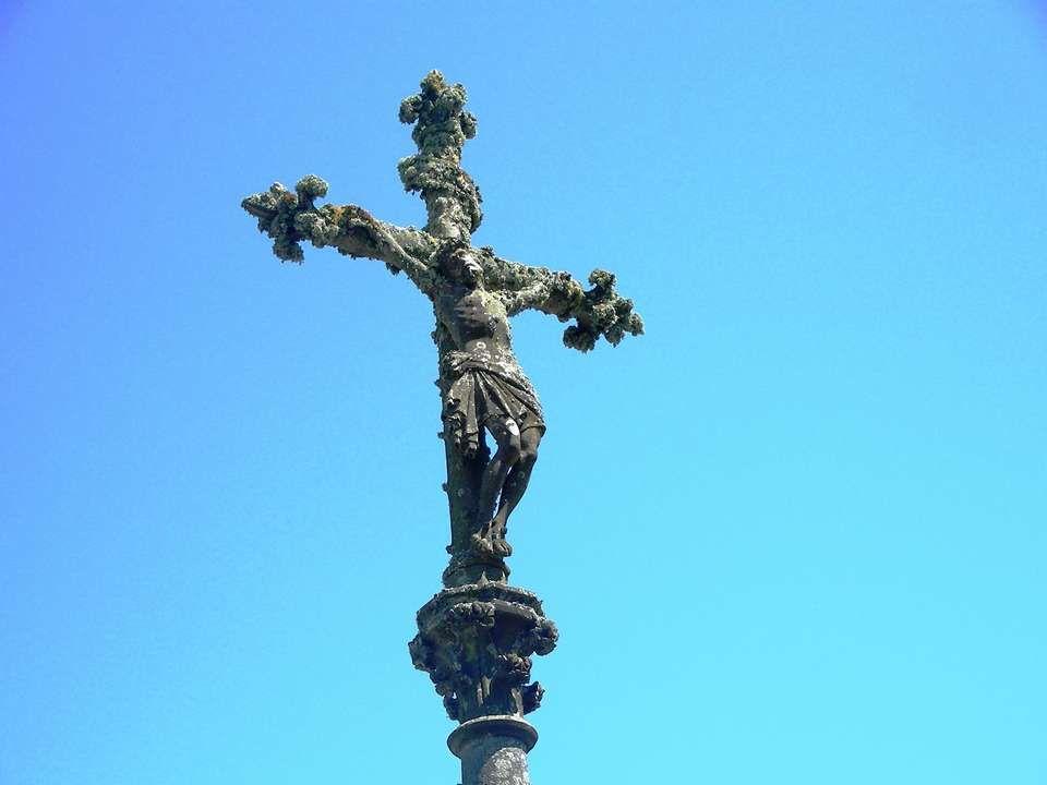L urne dans laquelle étaient déposées les *proellas*, petites croix de cire modelées par les familles des défunts péris au loin, souvent en mer.