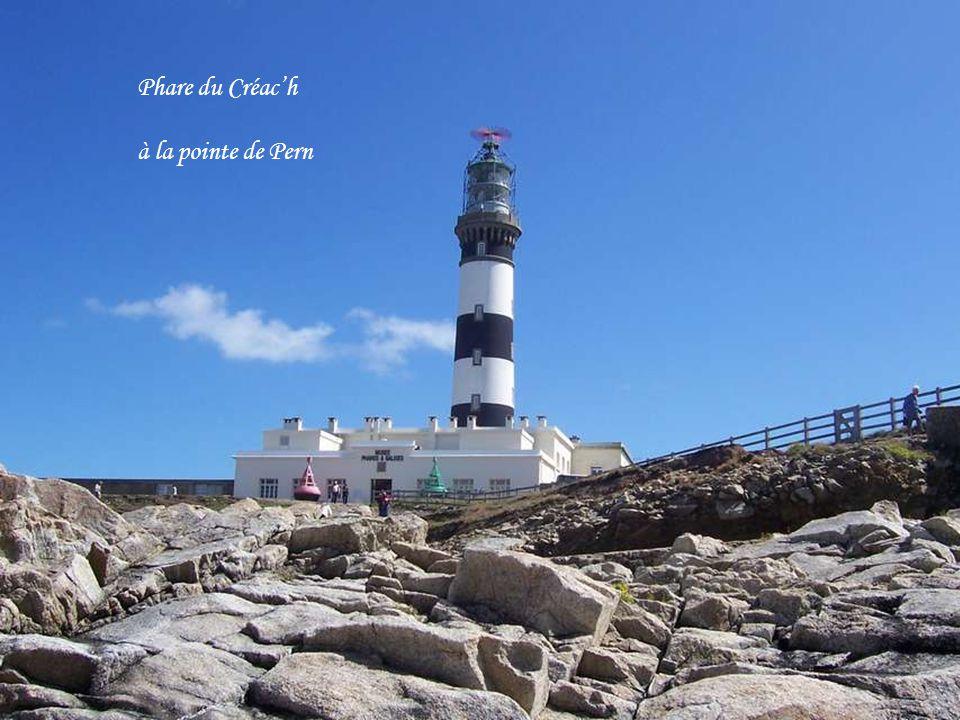 Ouessant est une petite île à la pointe occidentale de la Bretagne, face à Brest et au Conquet.